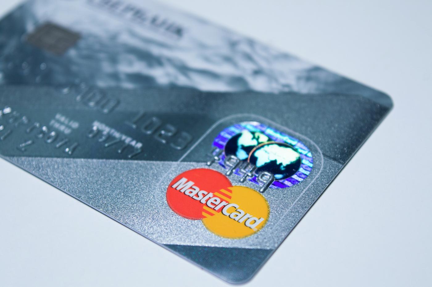 Mastercard veut lutter contre les prélèvements automatiques après une période d'essai