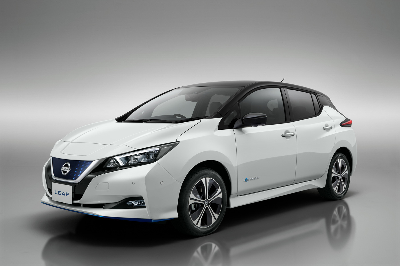 nouvelle nissan leaf e avec plus de puissance et plus d 39 autonomie. Black Bedroom Furniture Sets. Home Design Ideas