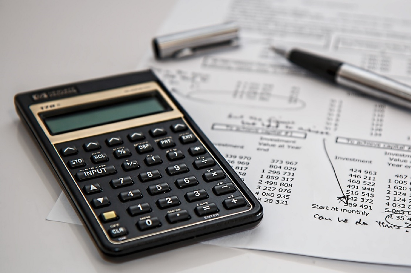 Un tableau, comptabilité, calculatrice, comptes, gestion