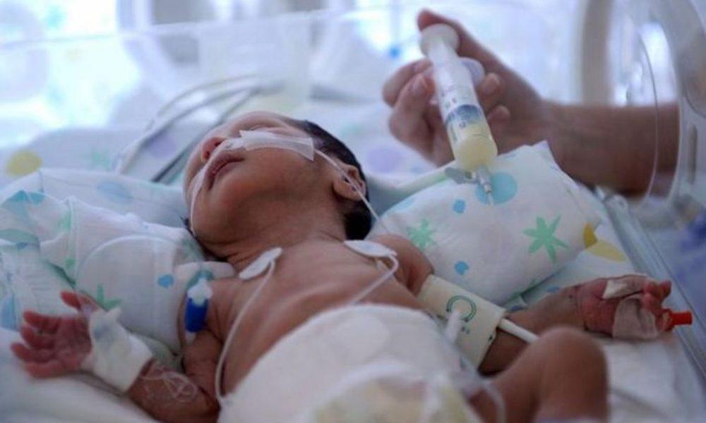 bebe premature en couveuse