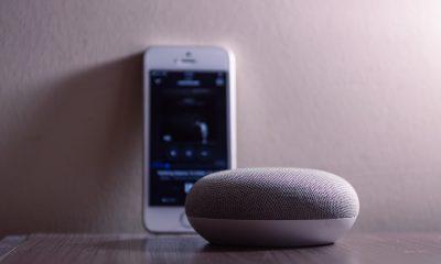 Google Home Mini et smartphone