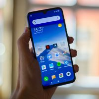 Xiaomi Mi 9 SE dans la main