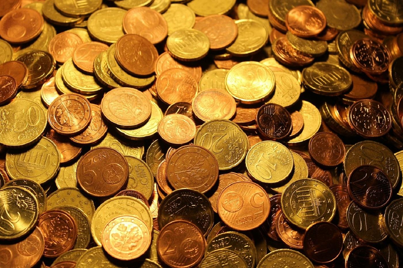Argent et pieces de monnaie liquide cash