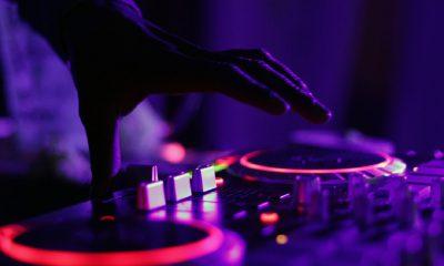 Un DJ et de la musique