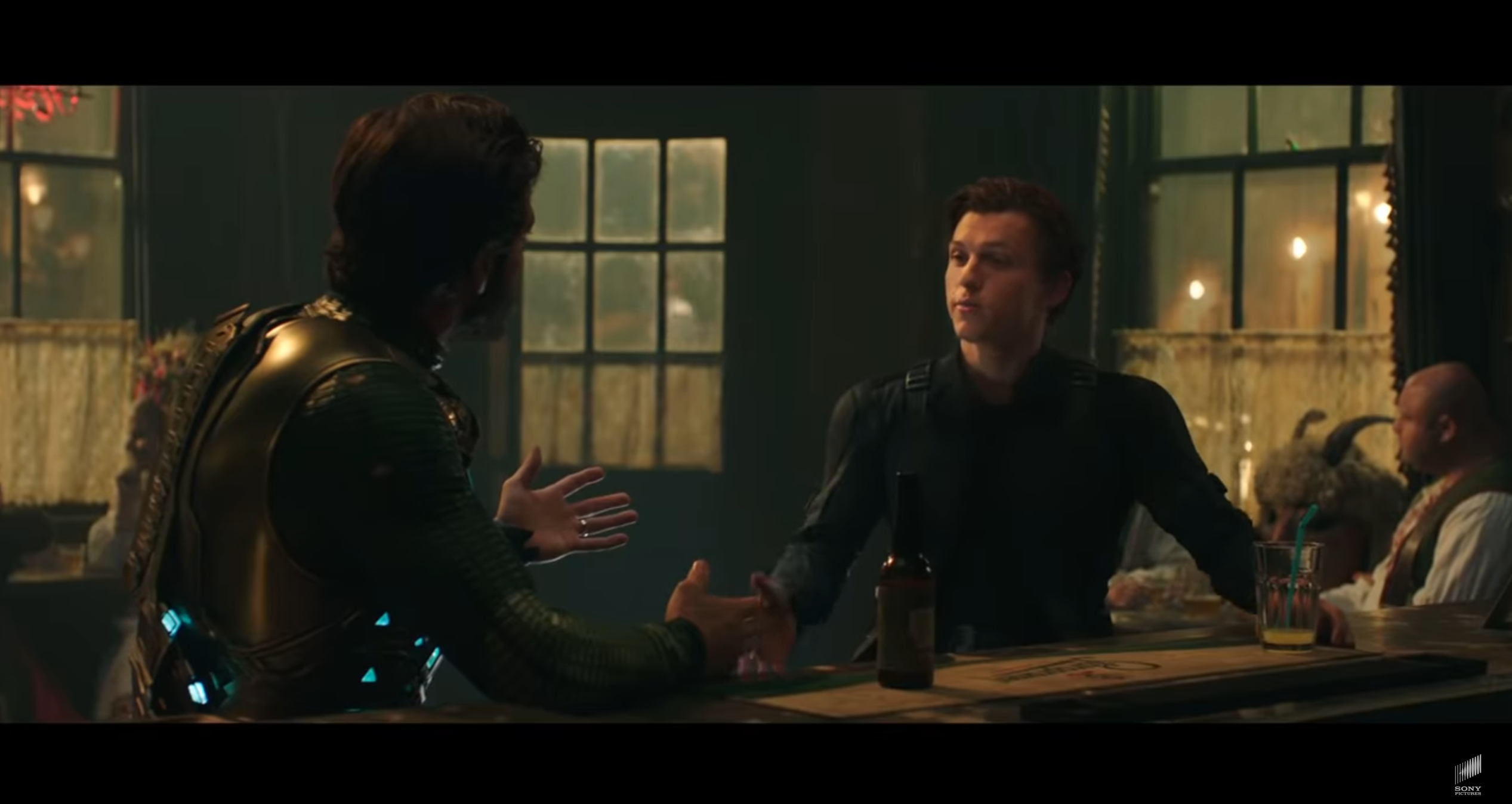 Spider-Man Far From Home Peter Mystério bar