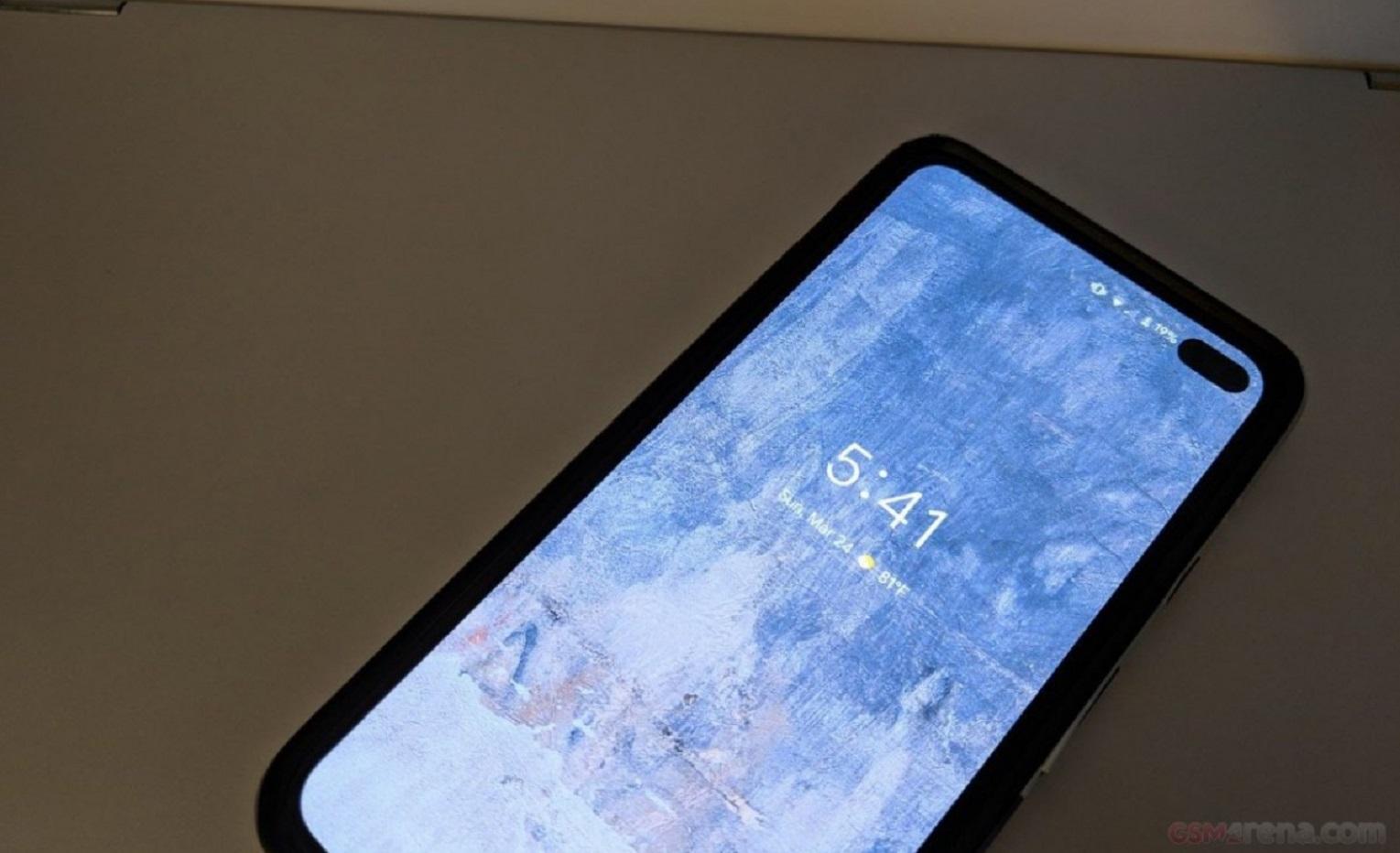 Pixel 4 avec trou à la place de l'encoche
