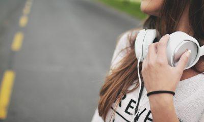 fille, musique et casque audio