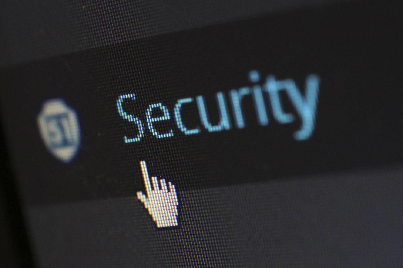 hacker, code et sécurité informatique