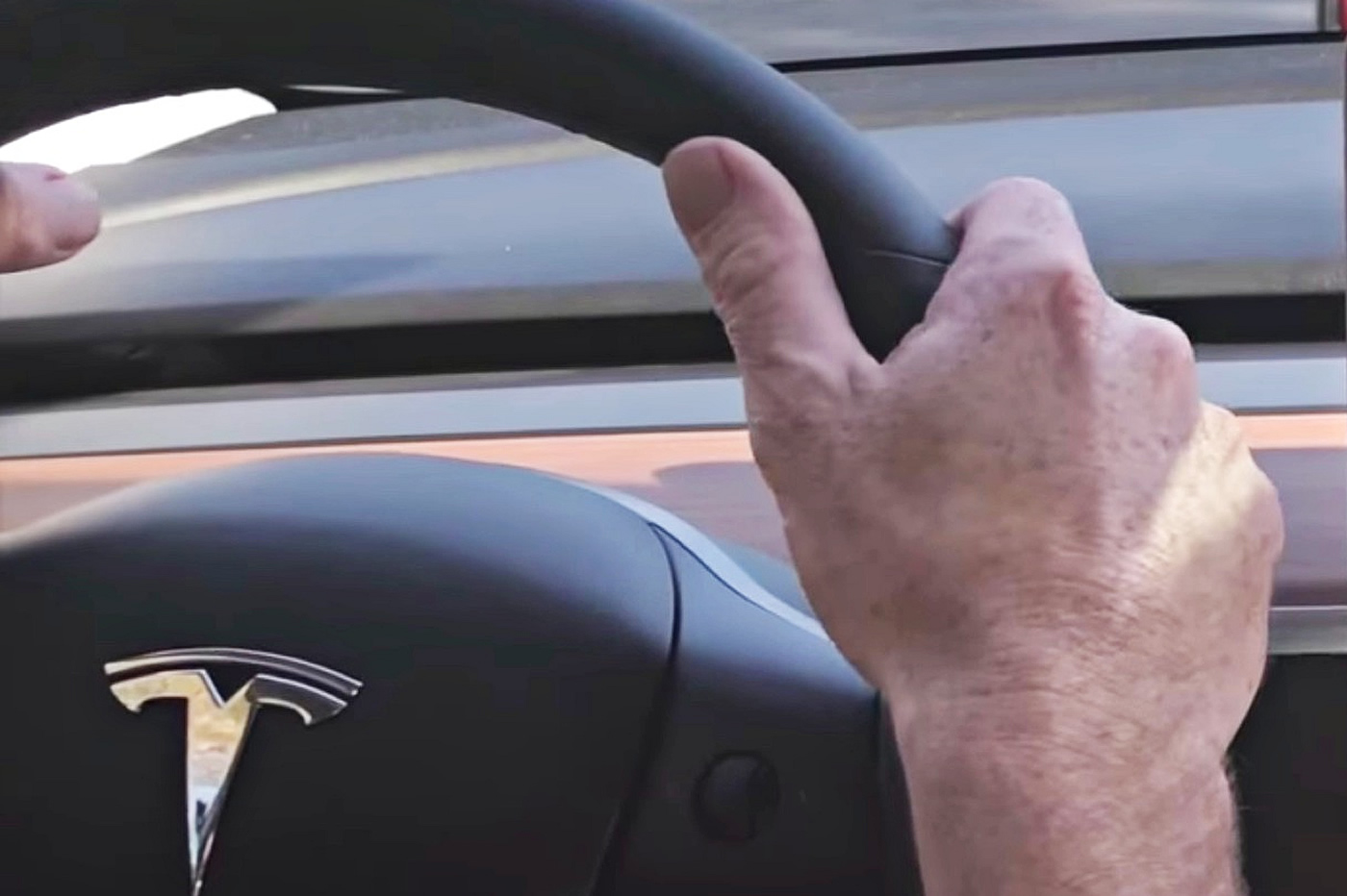 Tesla : Les résultats de Tesla déçoivent, le titre plonge