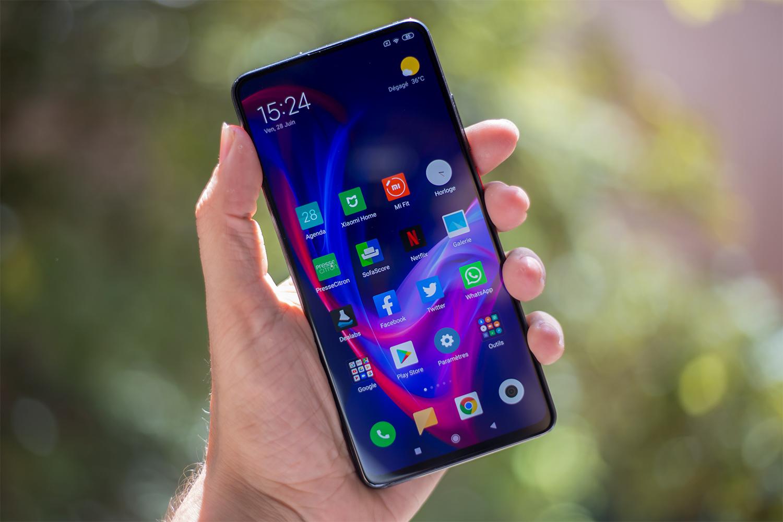 Le Xiaomi Mi 9T dans la main