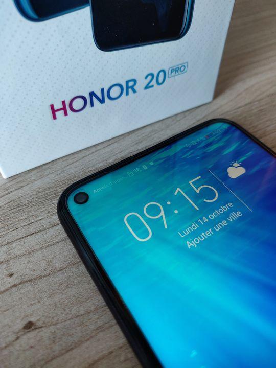 Ecran poinçonné test Honor 20 Pro