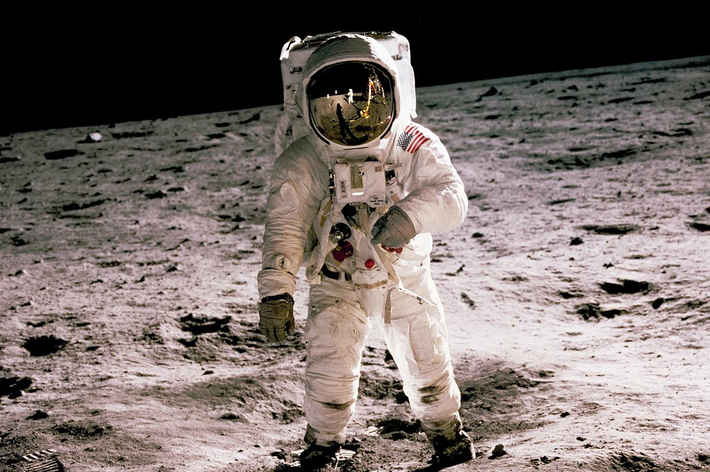 astronaut dating site cum să știi dacă se întâlnește cu cineva