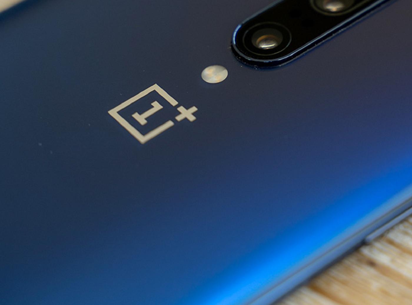 Le logo de OnePlus sur le dos du OnePlus 7 Pro
