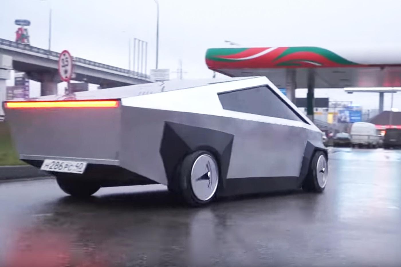 Tesla Cybertruck YouTubeurs russes