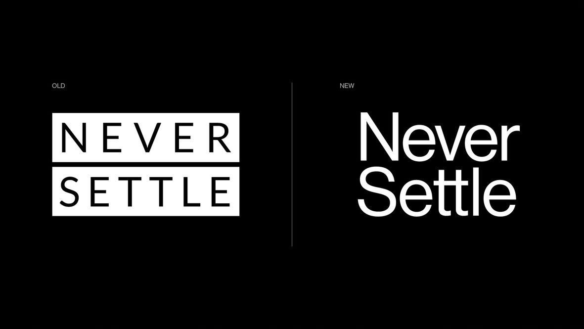 Le nouveau logo à droite et l'ancien logo à gauche
