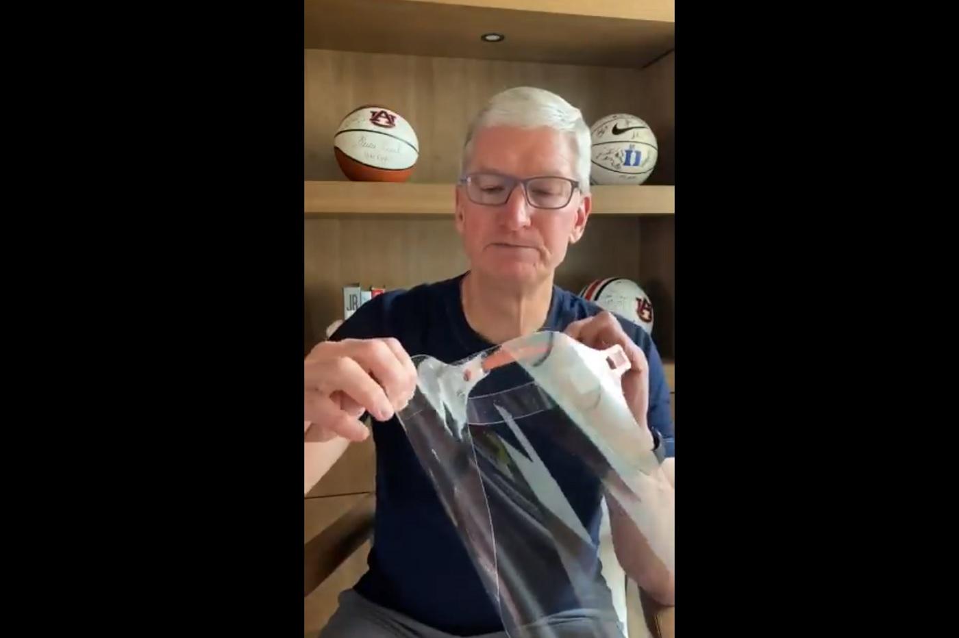 Tim Cook présente les visières d'Apple
