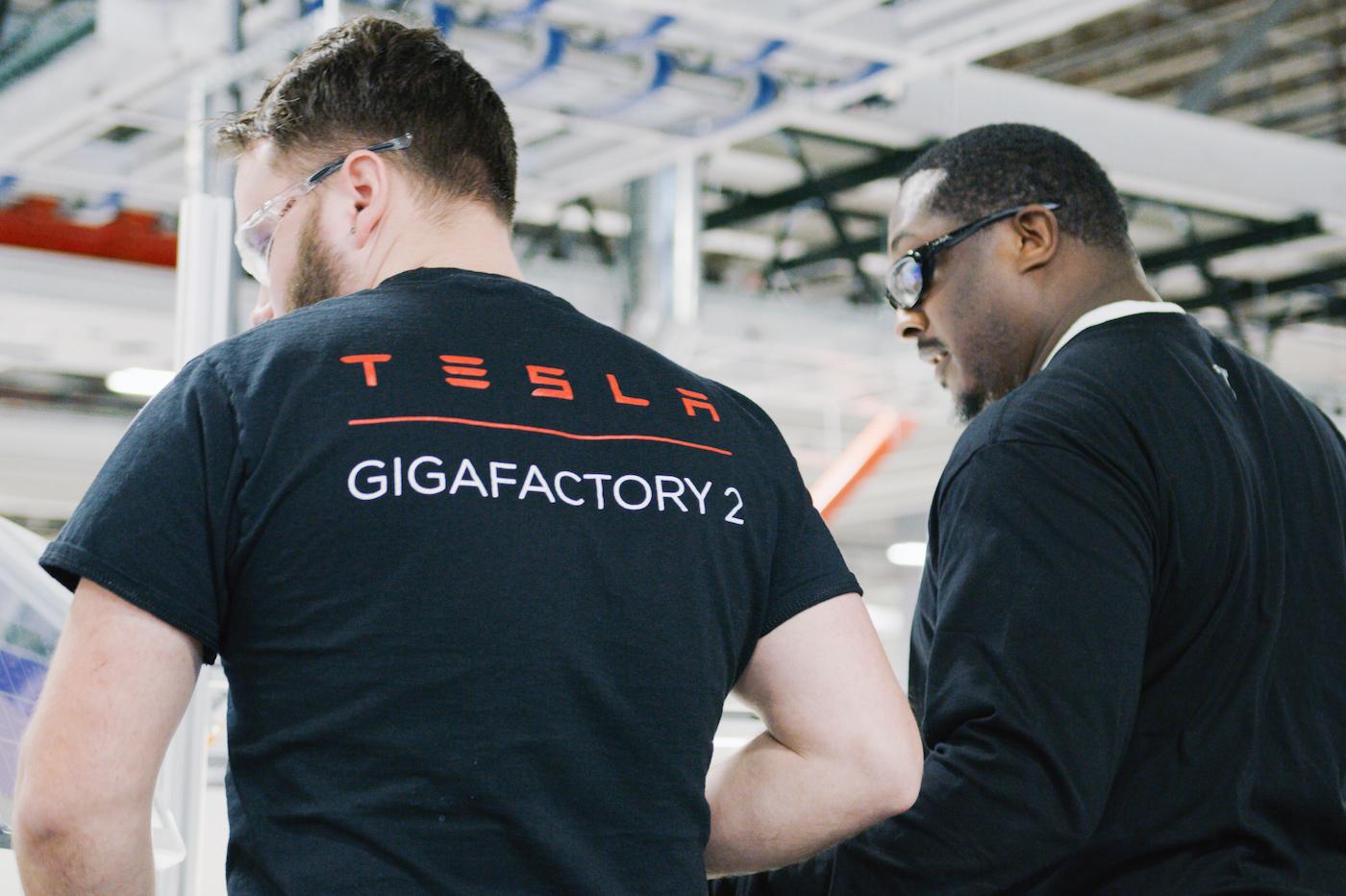 Tesla employes