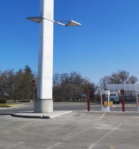 Tesla Superchargeur 5G