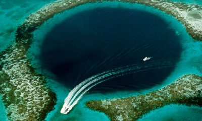 Grand trou bleu au large du Belize