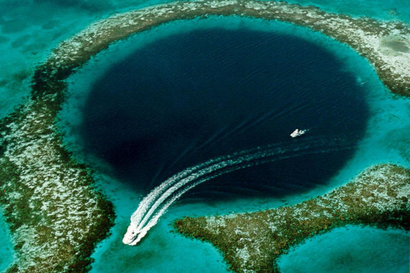 Grand trou bleu au large du Belize