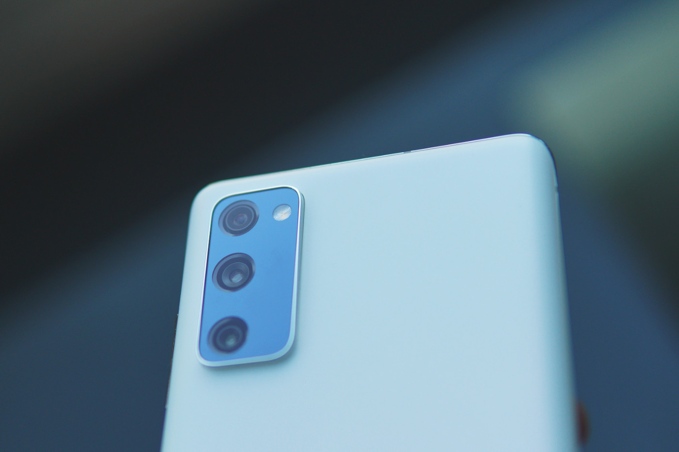 Samsung Galaxy S20 FE photo