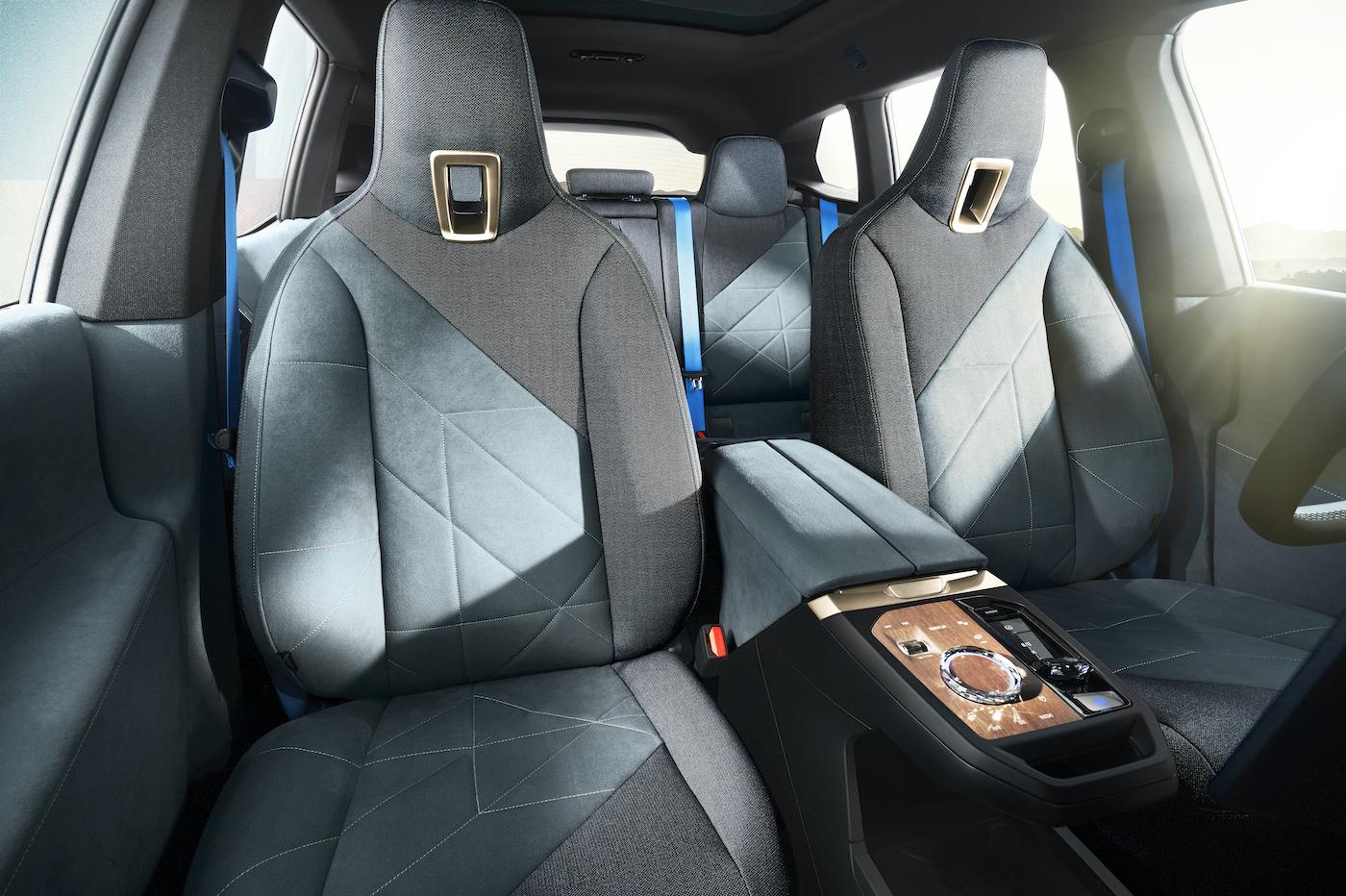 2021 BMW iX SUV habitacle