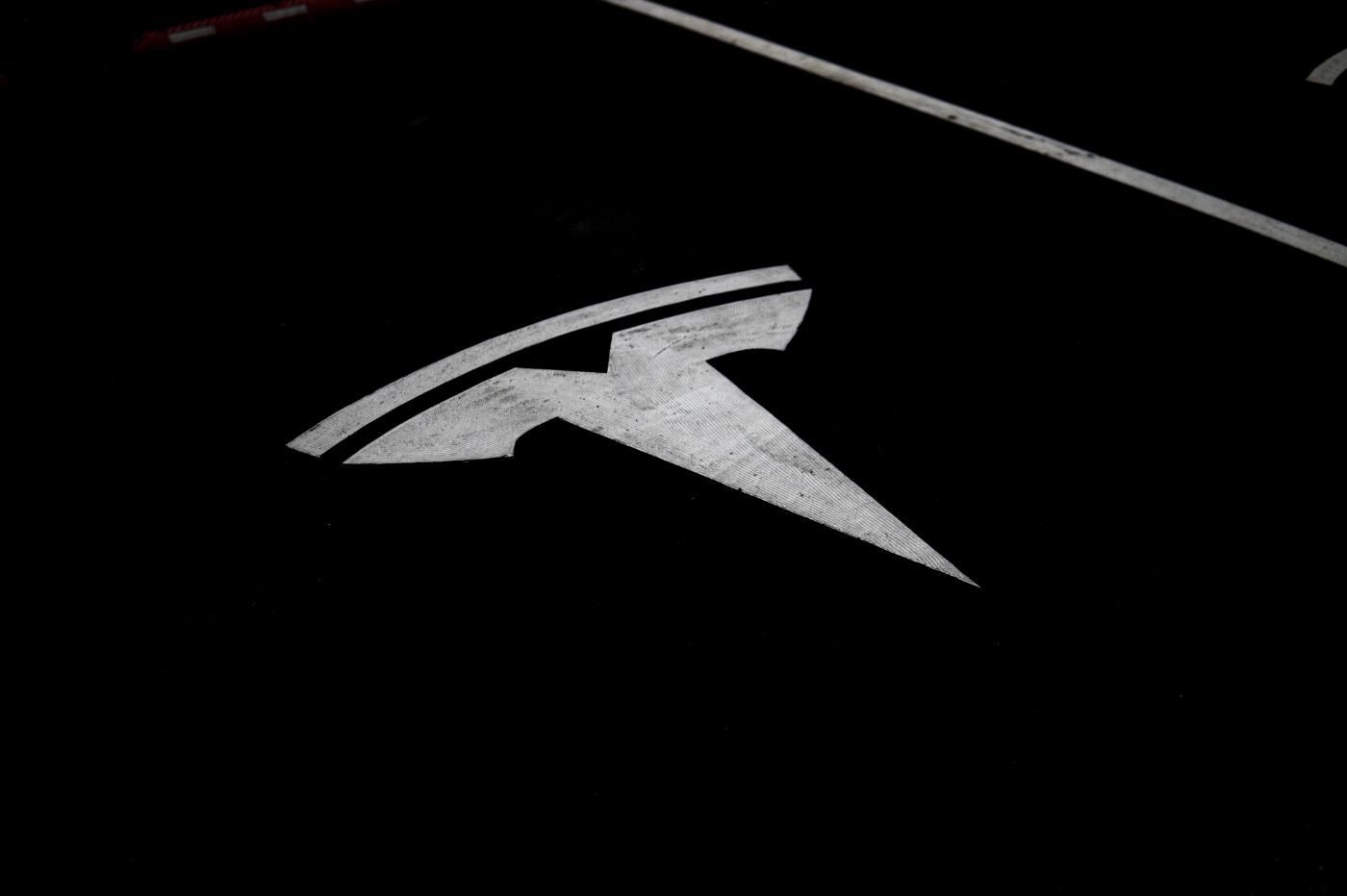 Tesla logo route