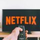 Personne allumant Netflix